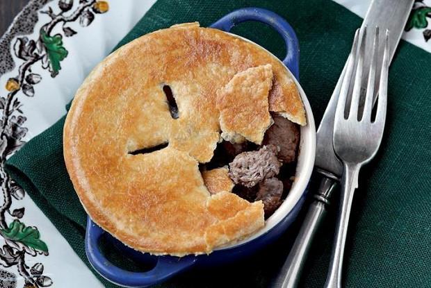 Английские пироги с цесаркой и потрошками