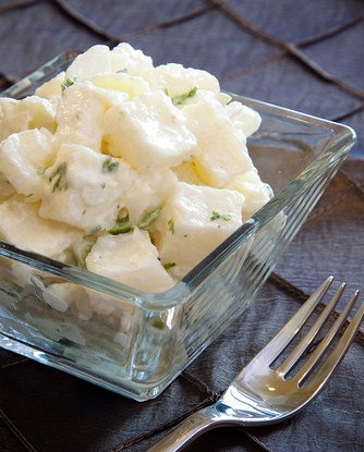 Картофельный салат с яйцами и горчичной заправкой