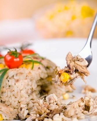Холодный рис с тунцом и майонезом