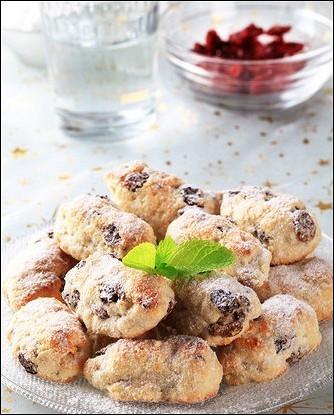 Новогоднее печенье с ананасами и вишней