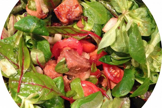 Салат с горячим тунцом