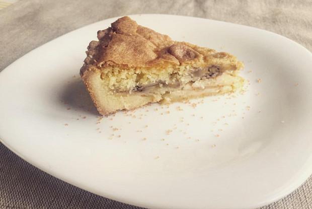 Бананово-яблочный пирог с миндалём и манным франжипаном