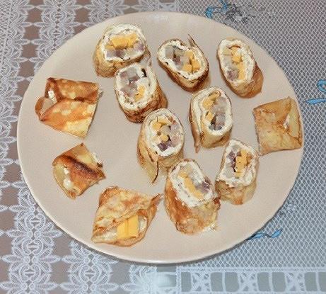 Роллы из блинов с селедкой и творожным сыром
