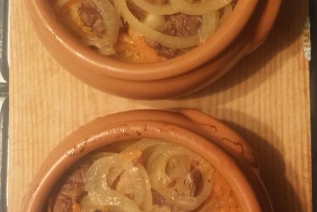 Говядина в горшочках с картошкой