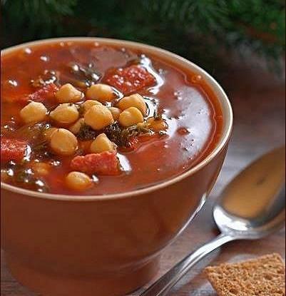 Испанский гороховый суп с сырокопченой колбасой