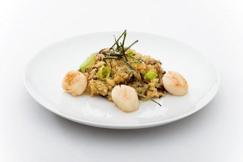 Гребешки в сливочном соусе с грибами и рисом
