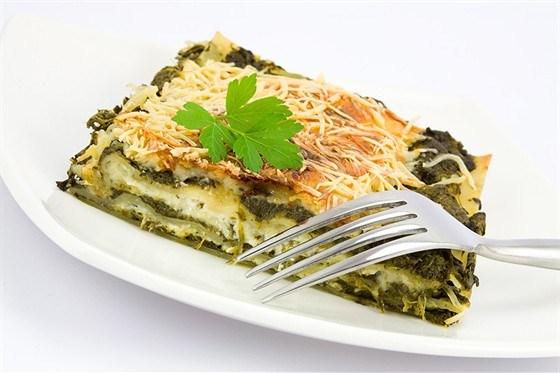 Лазанья из шпината и сыра с кедровыми орешками