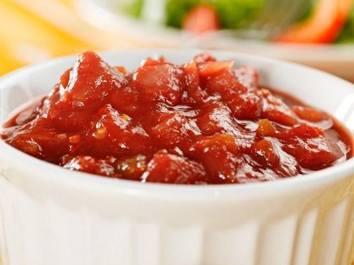 Пряный томатный дип к печеному картофелю