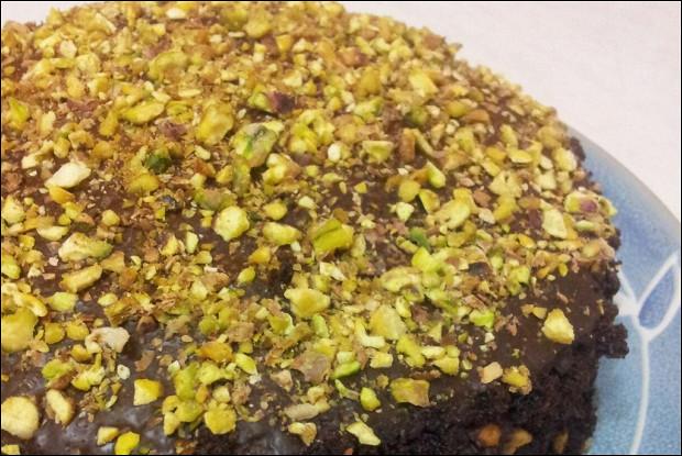 Шоколадный торт с фисташками без яиц
