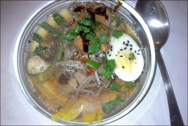 Суп с курицей и  гречневой лапшой в азиатском стиле