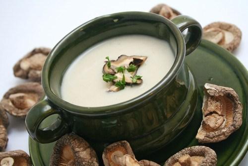 Яичный суп из грибов шиитаке