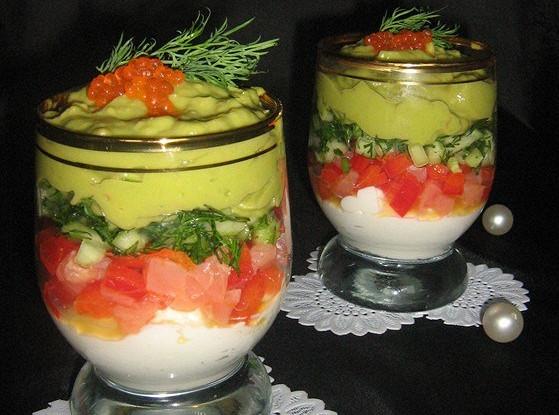 Веррины с семгой, сырным кремом и кремом из авокадо