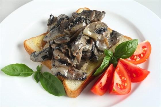 Лесные грибы под соусом