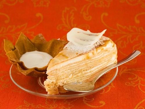 Слоеный пирог с творогом, медом и лимонной цедрой