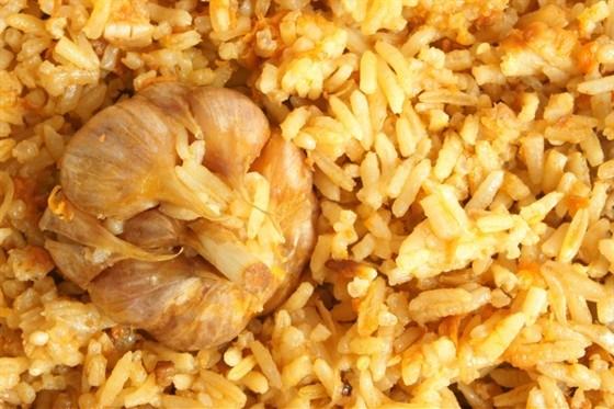 Рис с запеченным чесноком и розмарином
