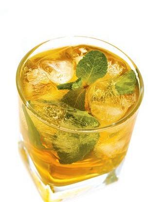 Холодный мятный зеленый чай с саке