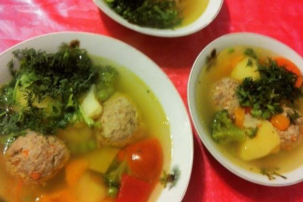 Суп овощной с куриными фрикадельками