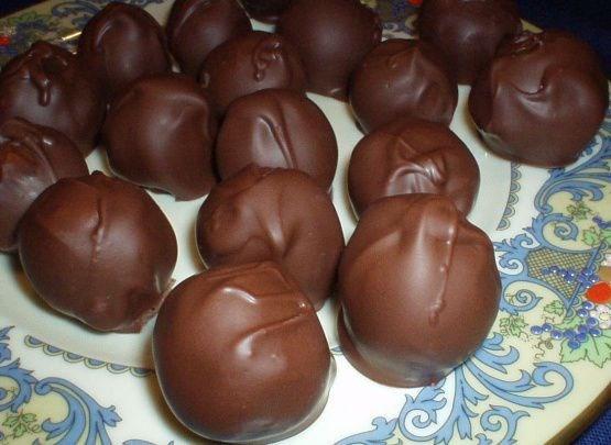 Миндальные конфеты с вишней