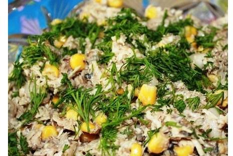 Шпротный салат с сыром