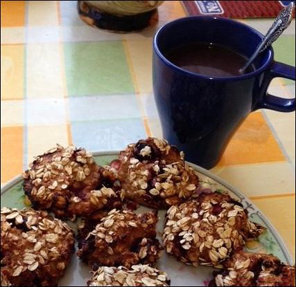 Творожно-овсяное печенье с вишней