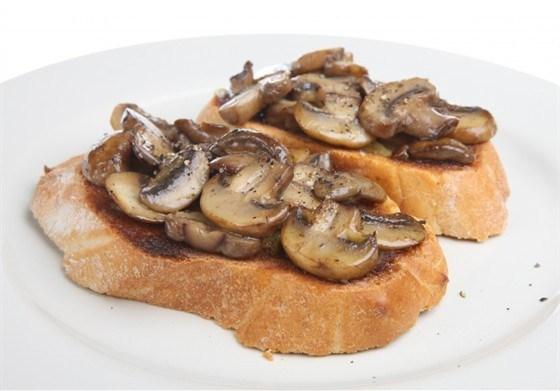 Кростини с грибами