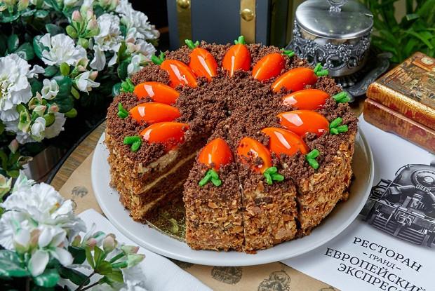 Морковный торт с грецкими орехами и кленовым сиропом