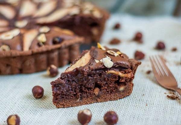 Шоколадно-сырный торт с лесными орехами