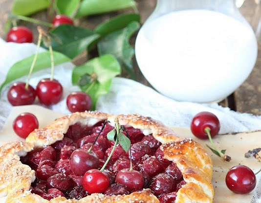 Мини-галеты с вишней для воскресного завтрака