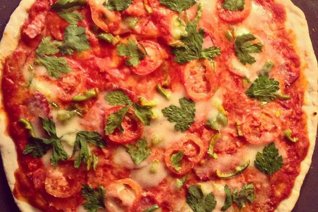 Пицца  на красном соусе с говядиной
