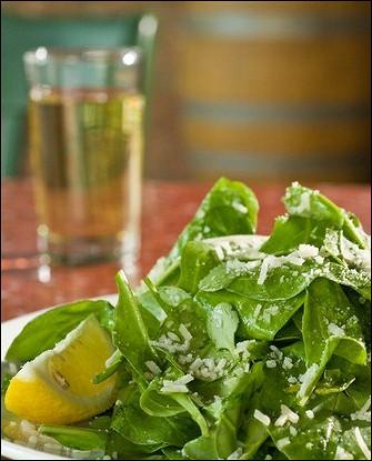 Зеленый салат с сырным винегретом