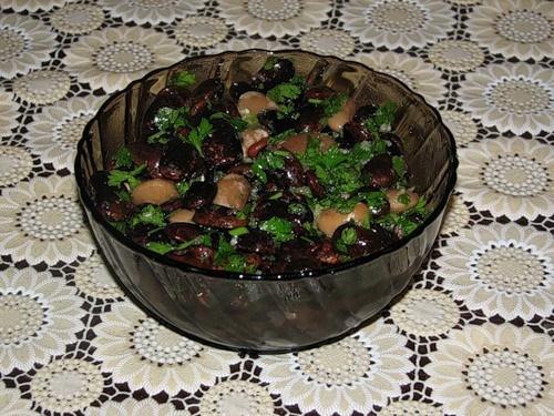 Салат из бобов с орехами