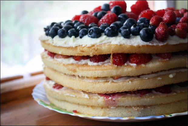 Фруктово-ягодый торт с кремом из маскарпоне