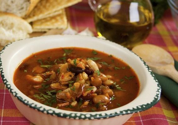 Суп фасолевый с курицей и горохом