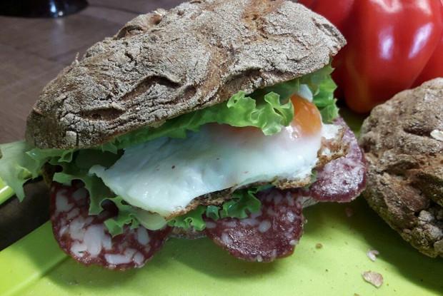 Летние сэндвичи с домашним хлебом