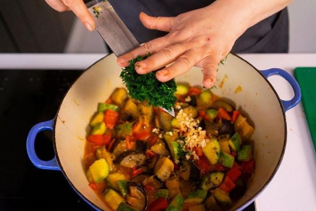 Овощное рагу с сезонными овощами