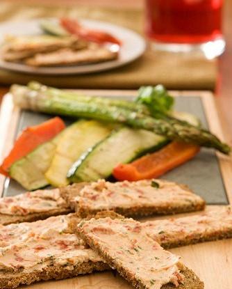 Постный спред с тофу, печеным чесноком, луком и болгарским перцем