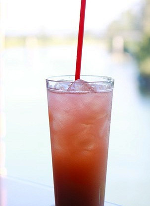 Розовый лимонад с чаем
