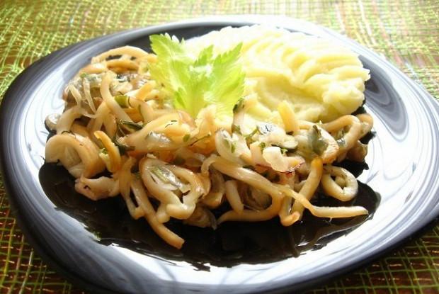 Кальмары с картофельным пюре