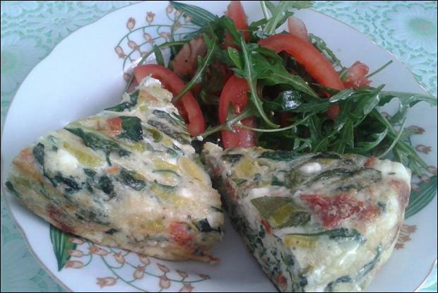 Запеченная фриттата с сушеными помидорами и фетой