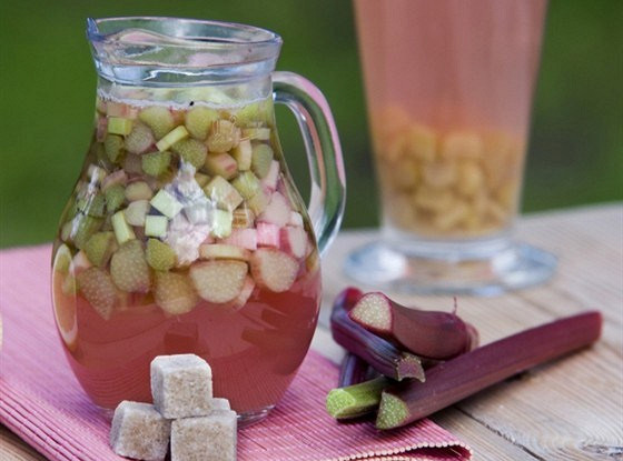 Компот из ревеня и яблок на сахарине