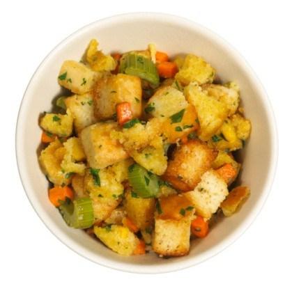 Закуска из сельдерея, моркови и крутонов