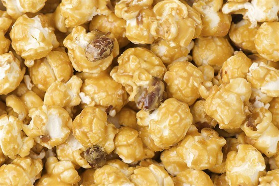 Козинаки из попкорна с кленовым сиропом и орехами пекан