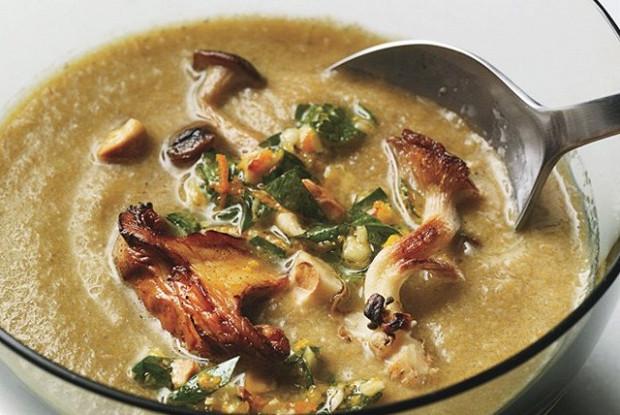 Грибной суп с соусом гремолата