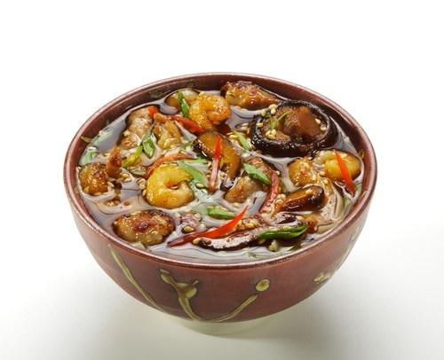 Курица и креветки с тофу, грибами и соевым соусом