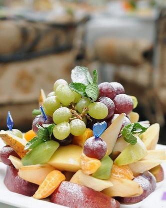 Фруктовый салат с лаймово-мятным соусом