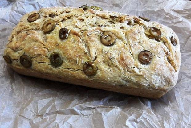 Хлеб с оливками и розмарином