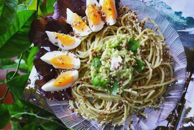 Спагетти с заправкой из авокадо