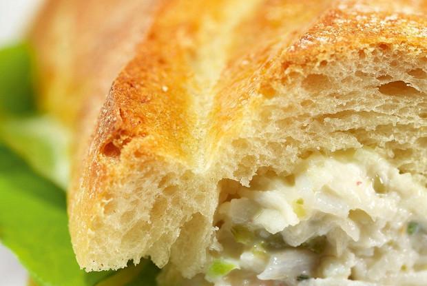 Сэндвичи с салатом из сельдерея и соусом ремулад