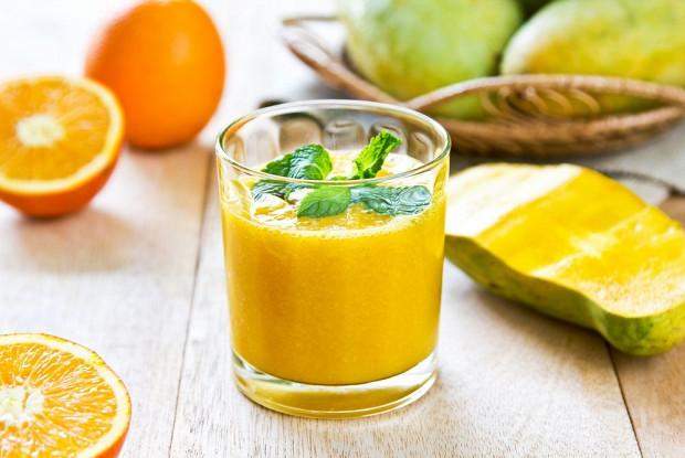 Морковно-манговый смузи с физалисом