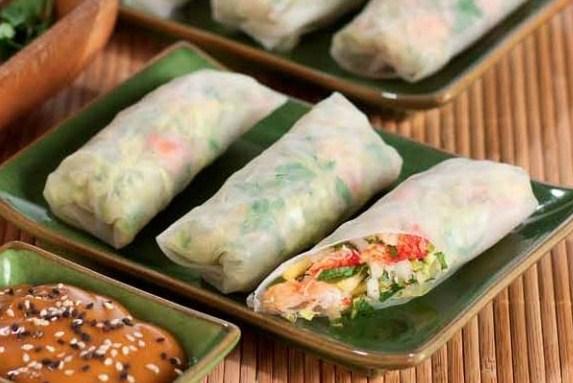 Вьетнамский ролл с крабом, манго и имбирем
